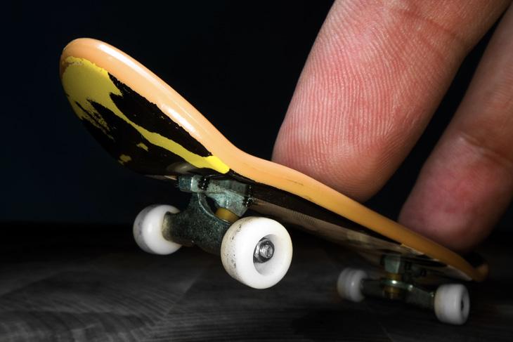 6 Incredible Finger Boarding Tricks